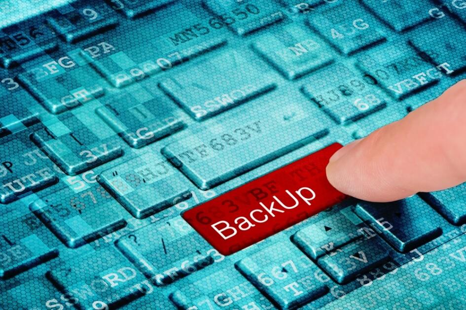 Toetsenbord met BackUp toets - Back-up hoort ook bij WordPress website onderhouden